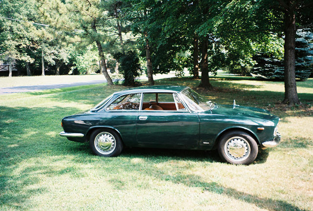 My first-ever view of Pete's 1967 Alfa Romeo, on his front lawn.