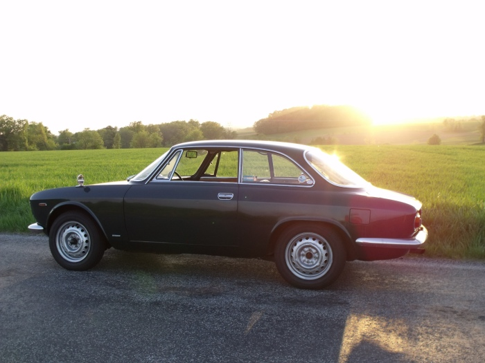 The setting sun nicely silhouettes the Alfa. The hubcaps are in the garage, really.