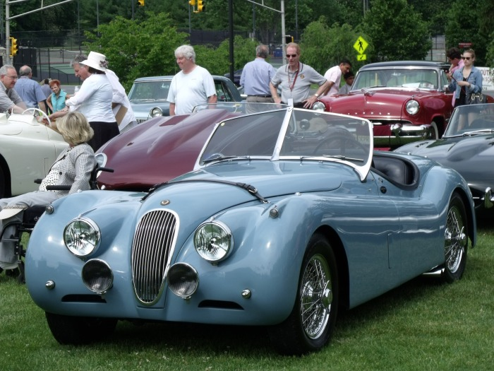 An XK-120 stunning us all in its blue perfection.