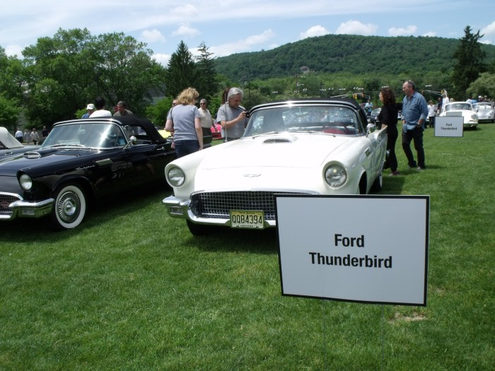 You can have your show T-Bird any way you like (as long as it's a 2-seater).