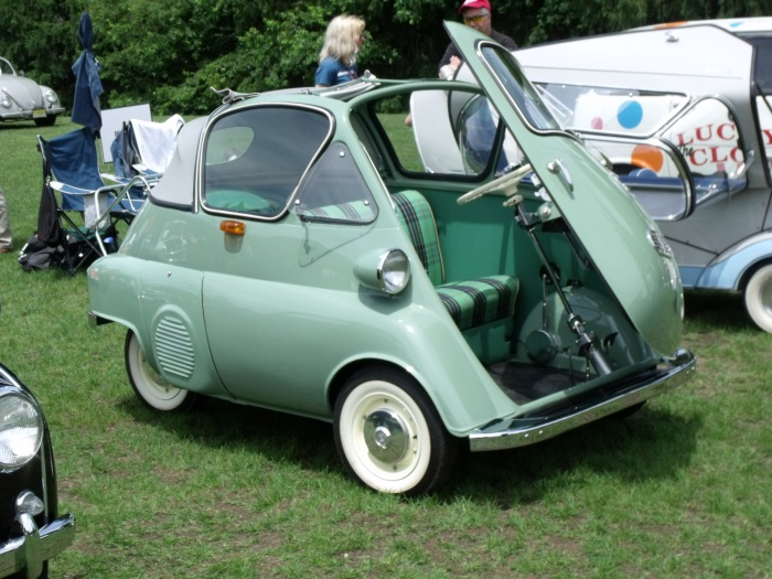 This Euro-spec Isetta bubble-window cabrio is ultra-rare. It is estimated that something between 15-99 (out of 161,000) were made of this body style.
