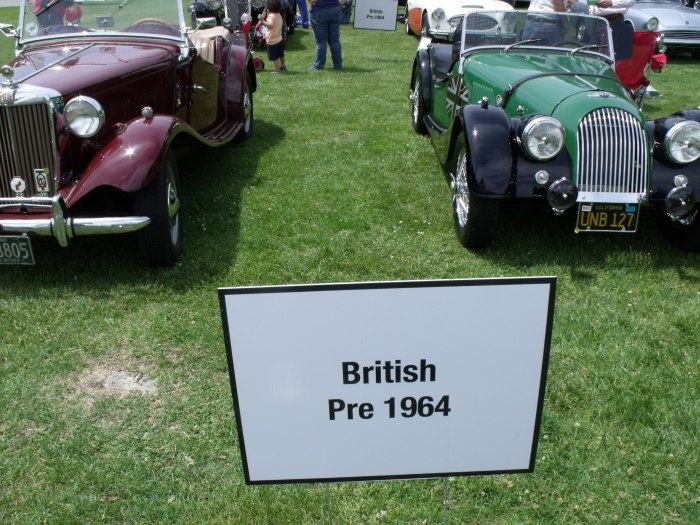 Post-war cars with cycle fenders and stand-alone headlights? Must be British.