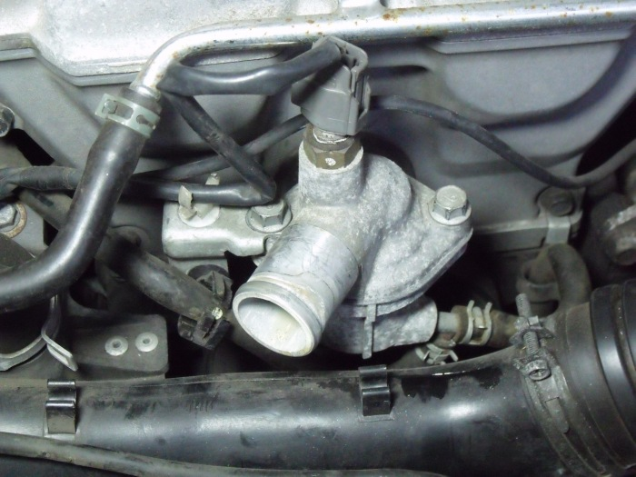 Note clamps under and to the right of thermostat housing