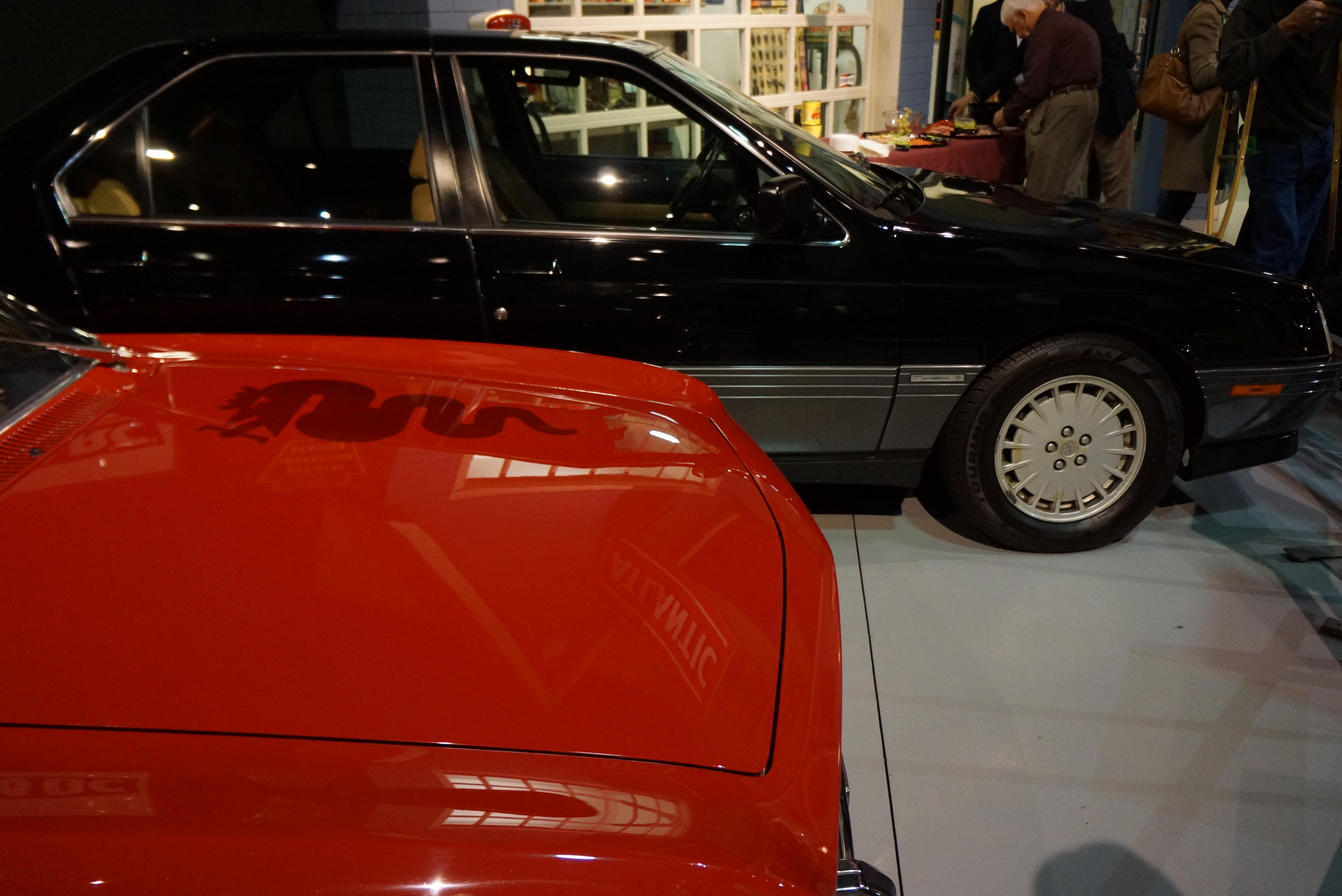 Alfa GTV in red, Alfa 164 in black