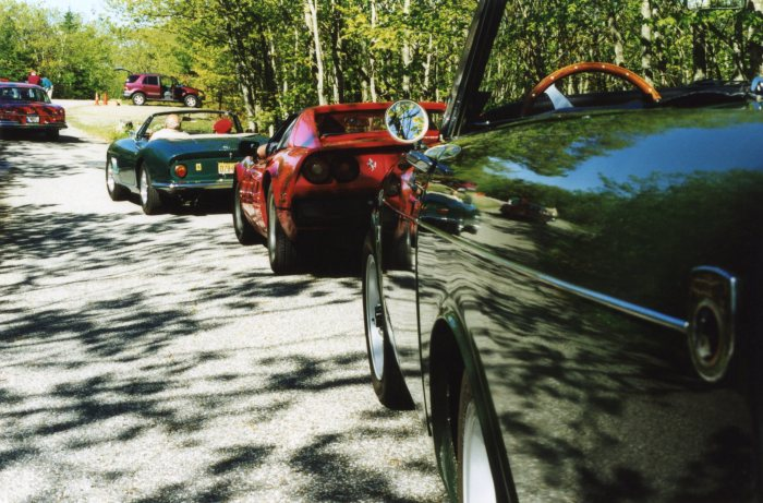 Tiger in queue, following Ferrari NART spyder and Ferrari 308